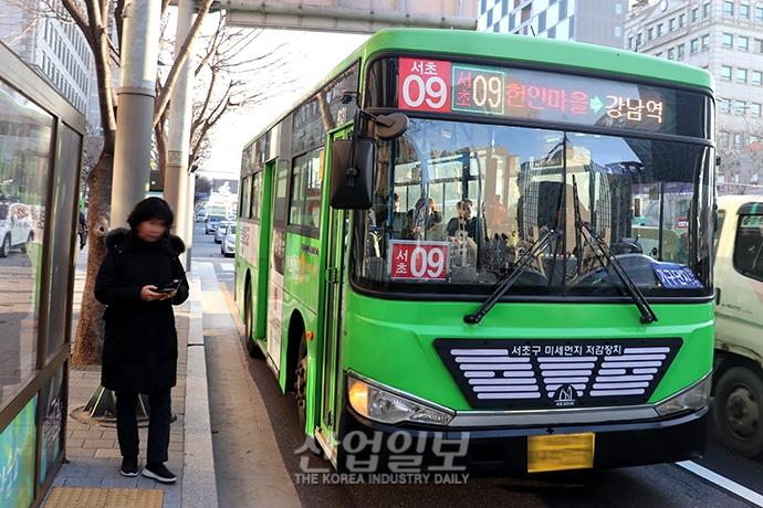 [사진으로 보는 산업뉴스] 미세먼지 저감 효과 '마을버스' 서울 시내 달린다