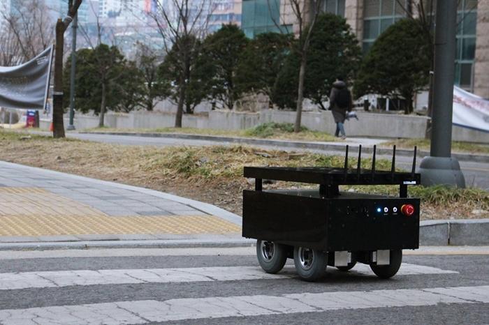 스타트업 도구공간, 실내외 제한 없는 자율주행 로봇 개발 - 산업종합저널 업계동향