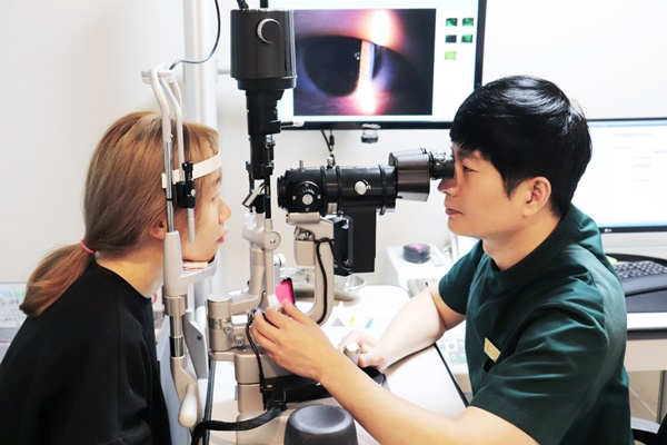 [칼럼] ICL 렌즈삽입술, 의료진 실력과 경험 체크해야