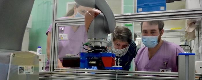 코로나19 바이러스와 전쟁 중인 동료 '코로나 테스트 로봇' - 산업종합저널 기술이슈