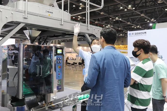 [포토뉴스] 'KOREA PACK 2020' 개막 이튿날, 눈길 끄는 포장기자재는?