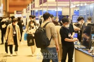 [포토뉴스] 사회적 거리두리 1단계 속 활기 찾은 코엑스 전시장