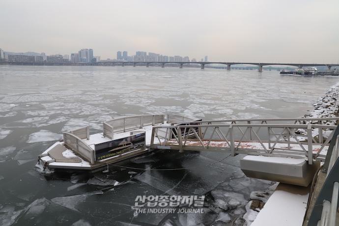 [포토뉴스] '꽁꽁' 얼어붙은 한강 - 산업종합저널 업계동향