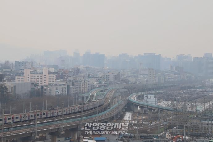 [포토뉴스] 추위 풀리며 찾아온 미세먼지 - 산업종합저널 업계동향