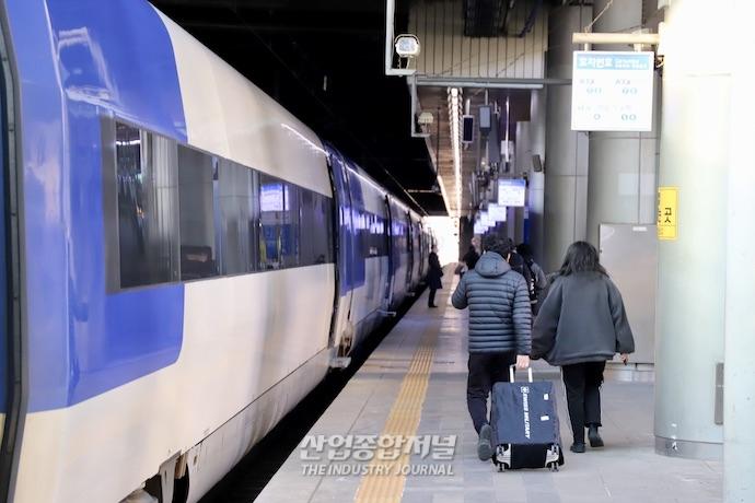 [포토뉴스] 설명절 연휴 이틀 앞두고 한산한 서울역 - 산업종합저널 동향