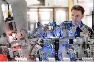 이플랜(EPLAN)-셰플러(Schaeffler), 특수 기계용 전기 엔지니어링의 전기설계 표준화를 통해 신규 시장 진출