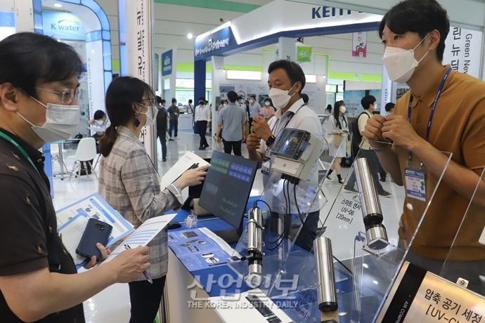 [포토뉴스] 녹색산업 5대 선도 분야 제품 '살펴볼까?'