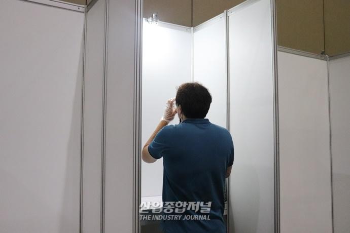 코로나19 거리두기 4단계, 전시회장 내 시식존 설치 '시끌' - 산업종합저널 전시회